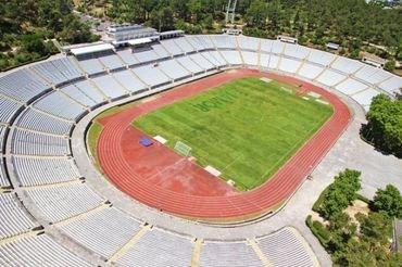Dois nobel da arquitectura dispon veis para projectar for Puerta 27 estadio nacional