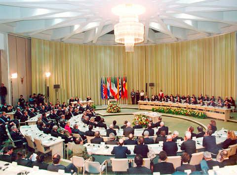 O Tratado de Maastricht significou mais integração entre os então 12 Estados-membros da Comunidade Europeia