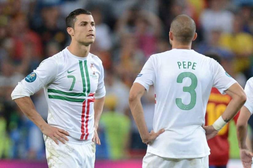 59e571f5b Ronaldo e Pepe durante o desempate por grandes penalidades com a Espanha