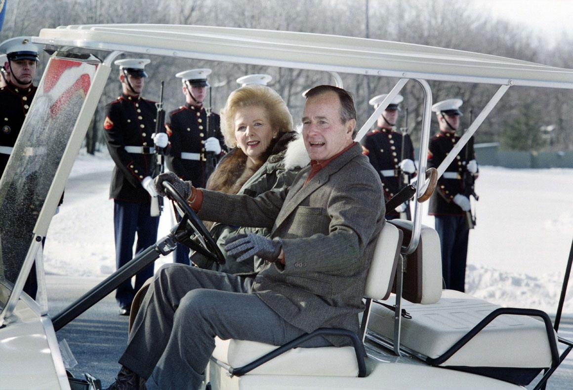 Com o Presidente norte-americano George Bush, em 1989, já no final do mandato da Dama de Ferro