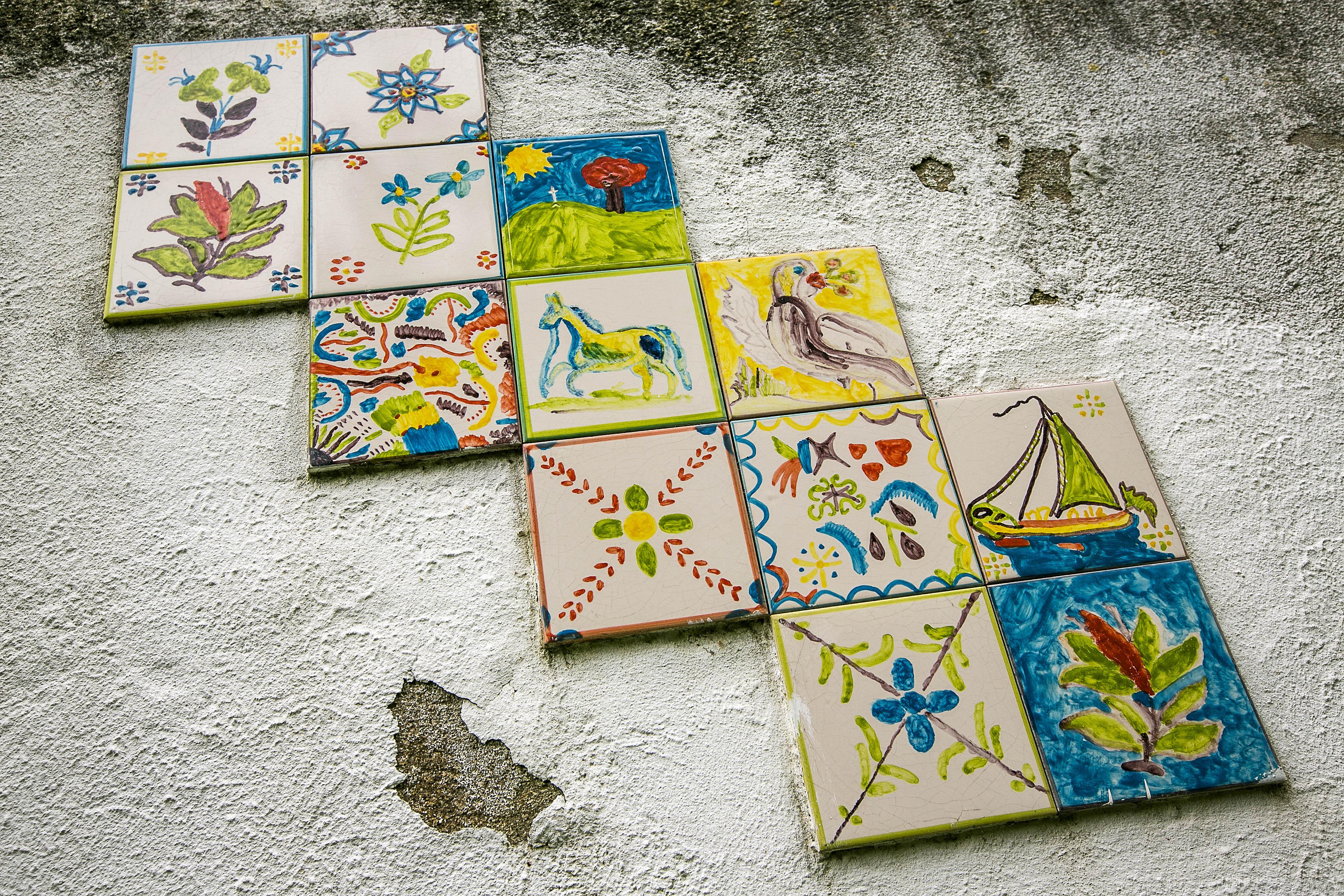 Painel de azulejos pintados e afixados por doente, também proposto na candidatura.