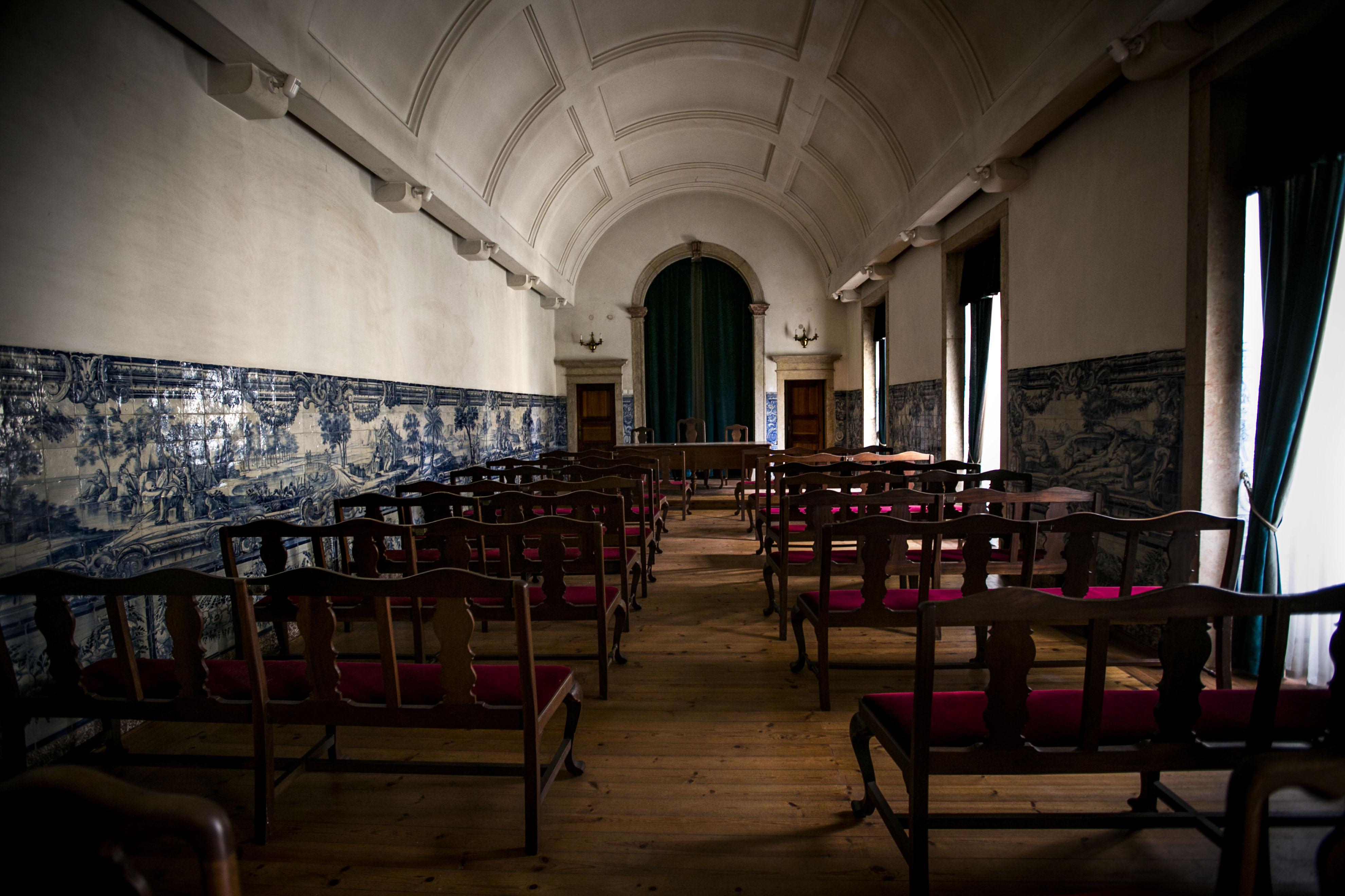 Salão Nobre, com um painel de azulejos, raro pela sua extensão de 14 metros.