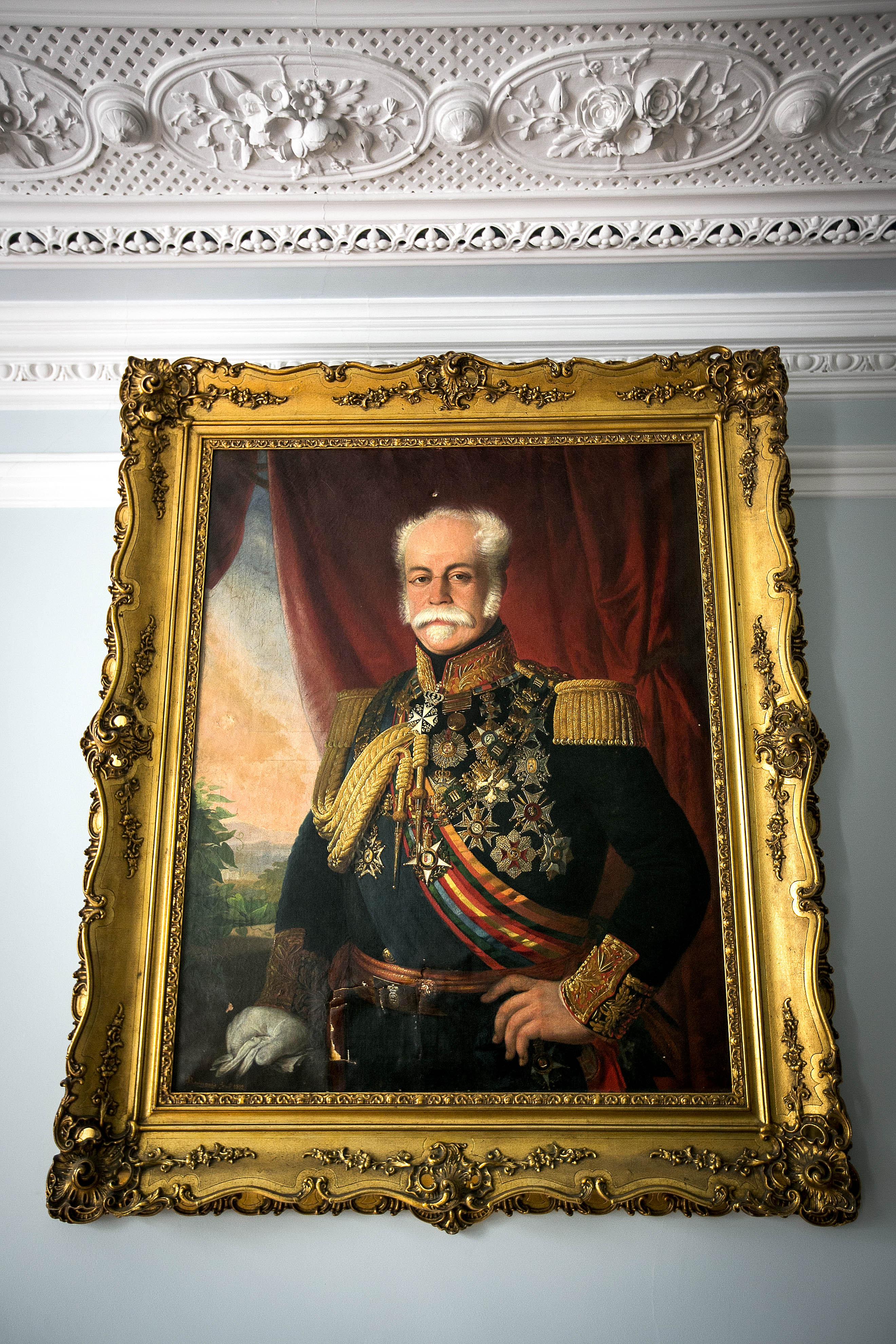 Retrato do Duque de Saldanha, com a marca das balas que feriram Miguel Bombarda.