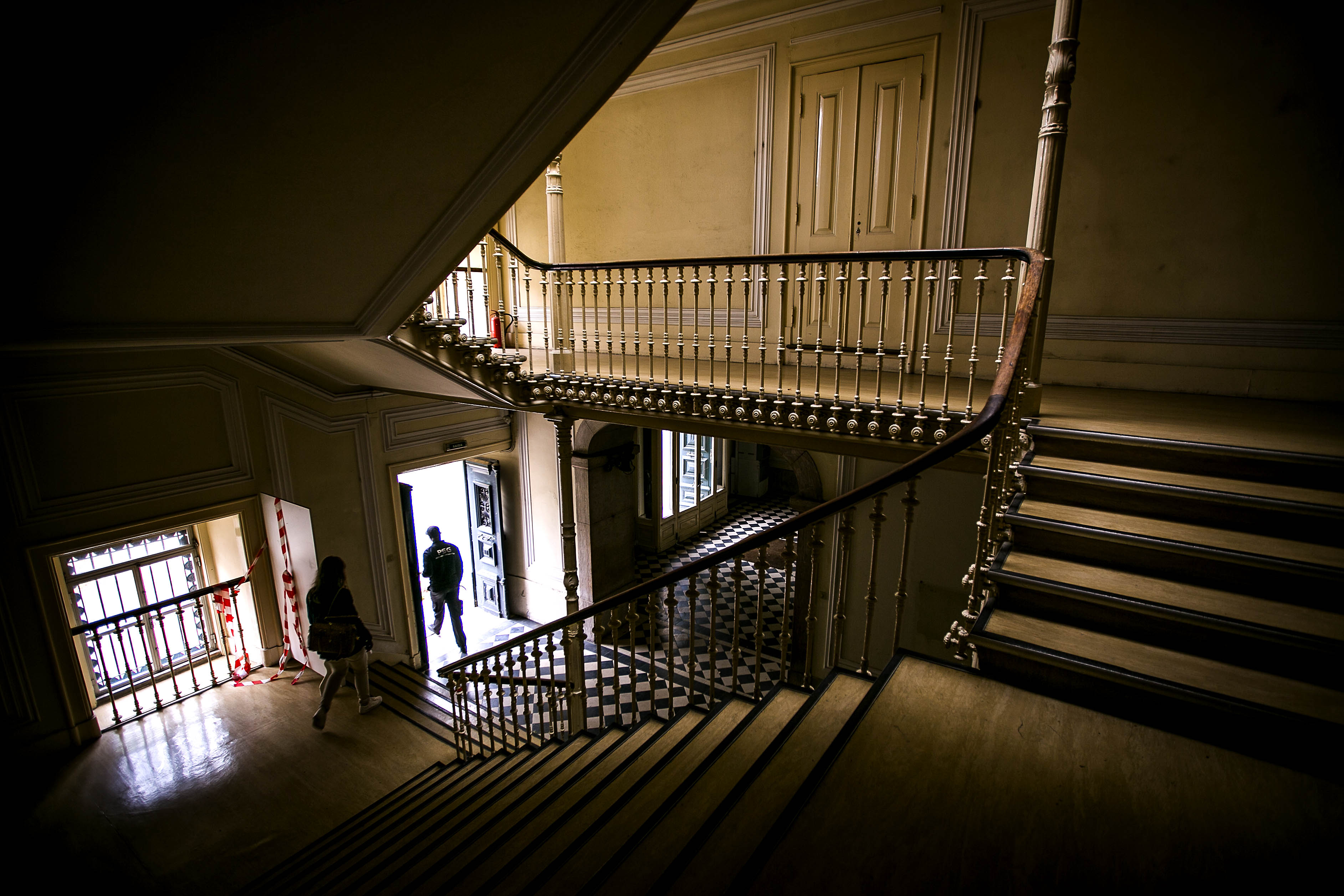 Escadaria da entrada principal.