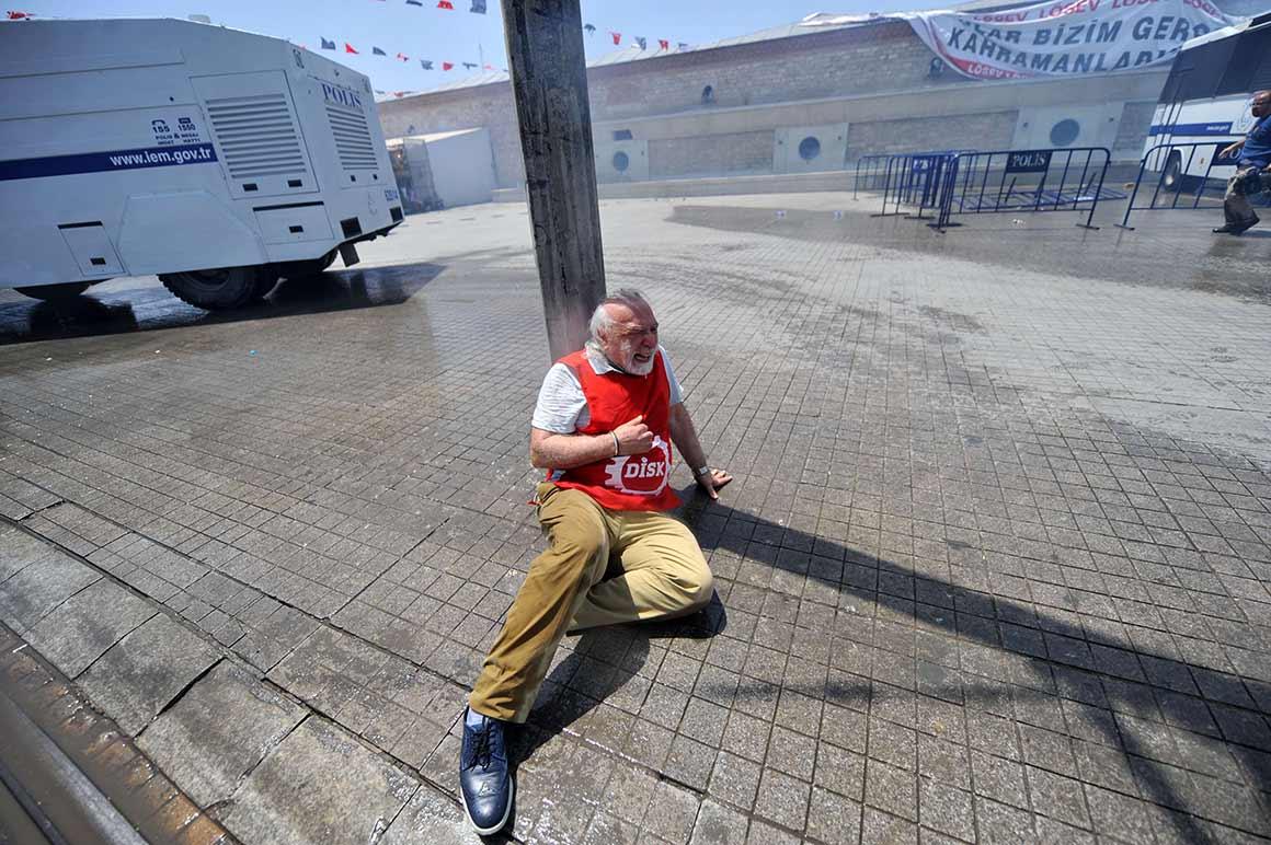 Os confrontos com a polícia fizeram até agora dois mortos e mais de mil feridos