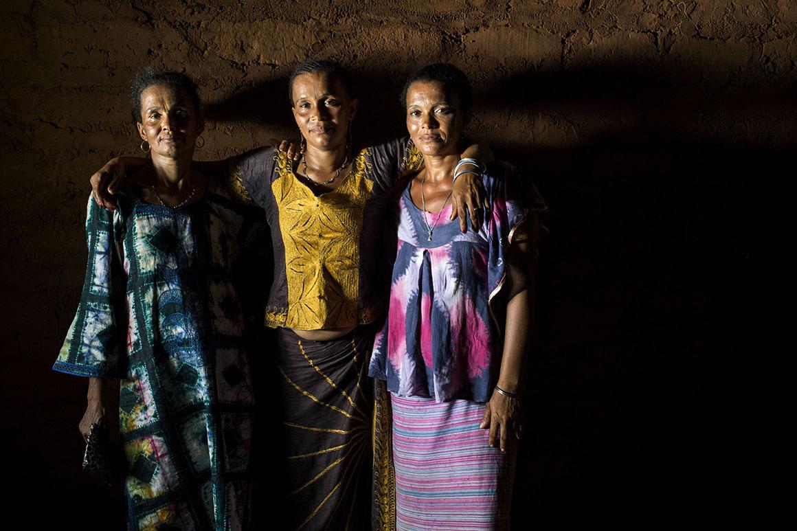 Maria, Ana e Florinda são três irmãs, cada uma filha de seu pai português