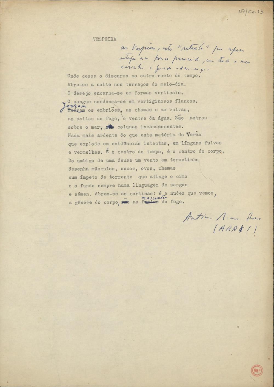 """Dactiloscrito de um poema intitulado Vespeira, com uma dedicatória manuscrita que diz: """"Ao Vespeira, este retrato que espero esteja um pouco parecido, com todo o meu carinho e grande admiração"""". O destinatário é decerto o pintor e artista gráfico surrealista Marcelino Vespeira (1925-2002). Não conseguimos localizar o poema, que poderá ser inédito."""