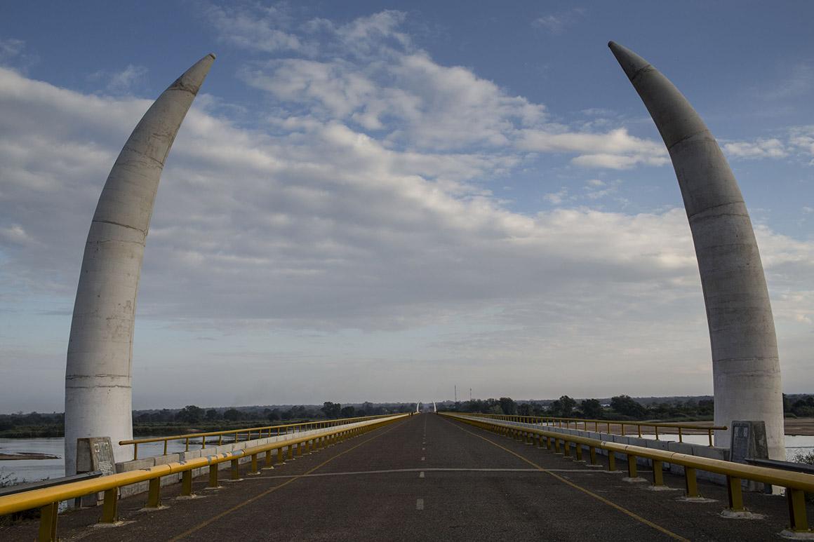 Ponte da Unidade que liga Moçambique à Tanzânia