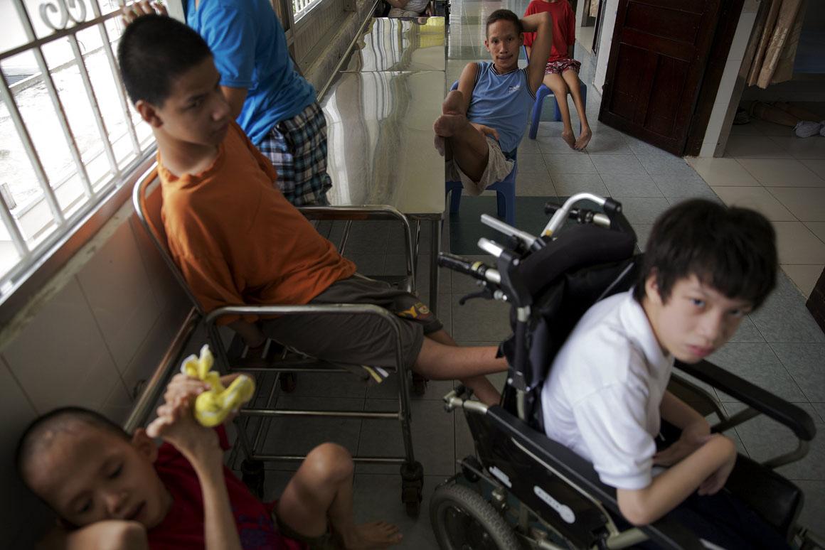 Mais de dois terços dos 60 pacientes da Peace Village no Hospital de Ho Chi Minh vêm de zonas afectadas pelo Agente Laranja