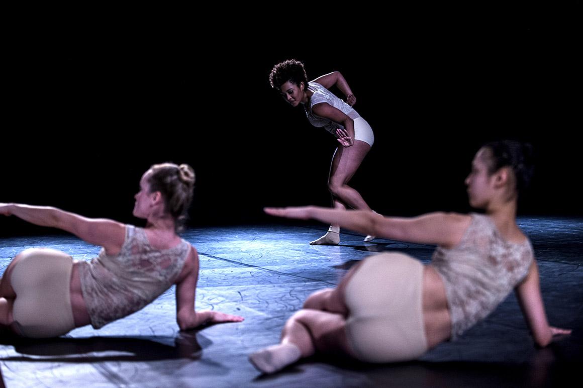 Novo  espaço Armazém 22 Kale Companhia de Dança, peça Focus Fragmento , coreografia Isabel Ariel