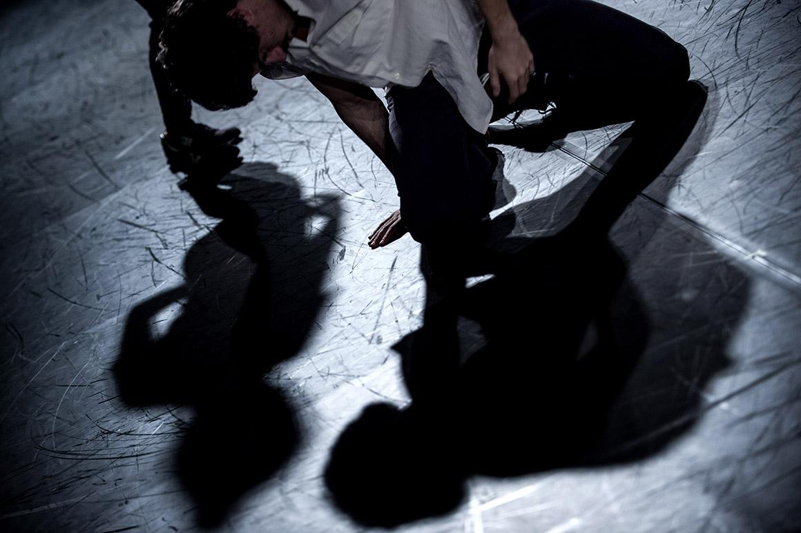 Novo  espaço Armazém 22 Kale Companhia de Dança, peça Alguns  minutos do nosso tempo , coreografia e montagem sonora Joclécio Azevedo
