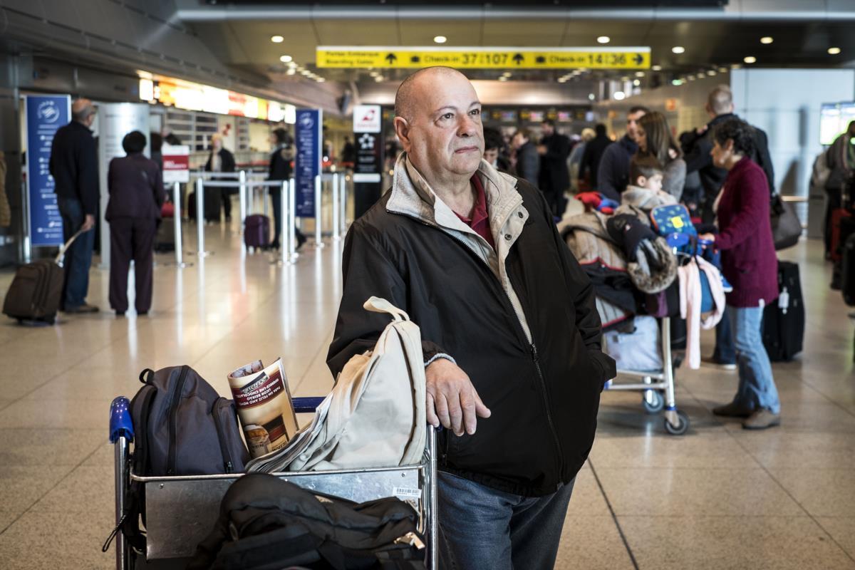 No aeroporto de Lisboa, antes de partir para Angola