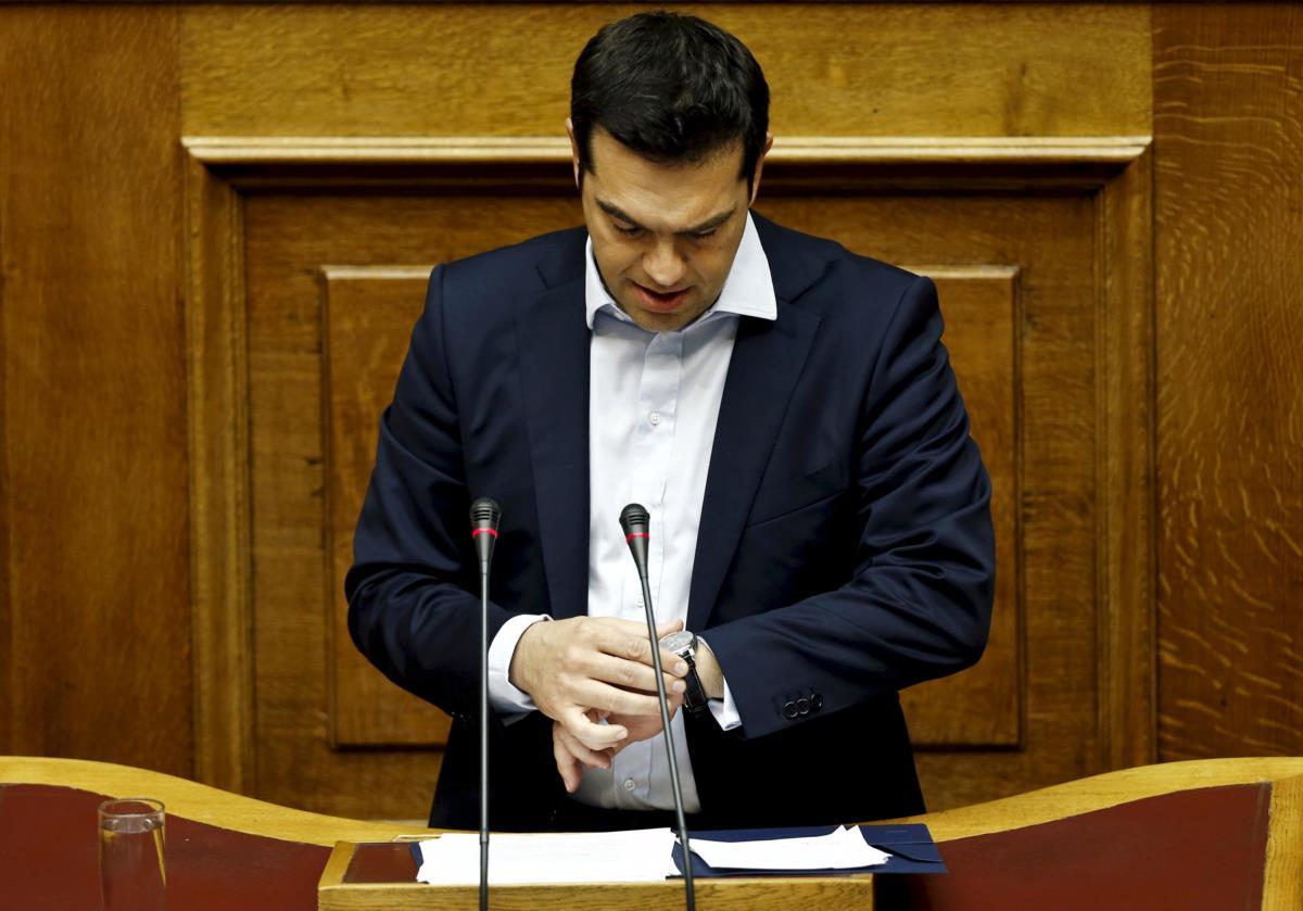 Alexis Tsipras vê o tempo a contar até domingo