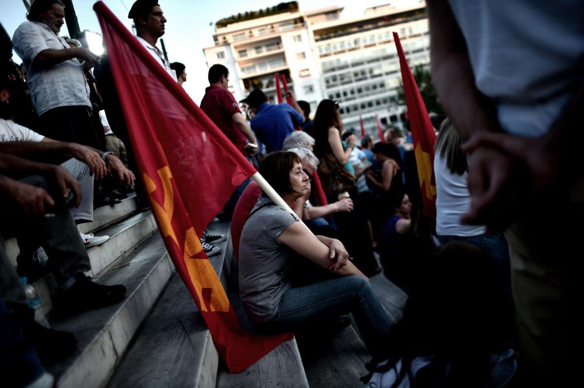 """Apoiantes do KKE, partido comunista, que nem apela ao """"sim"""" nem ao não"""": é pelo voto nulo"""