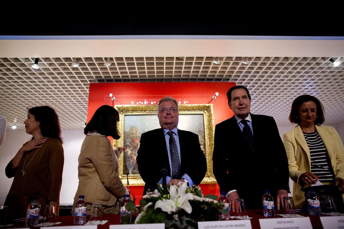Bárbara Reis, directora do PÚBLICO, o ministro da Cultura e o presidente do Grupo dos Amigos do Museu