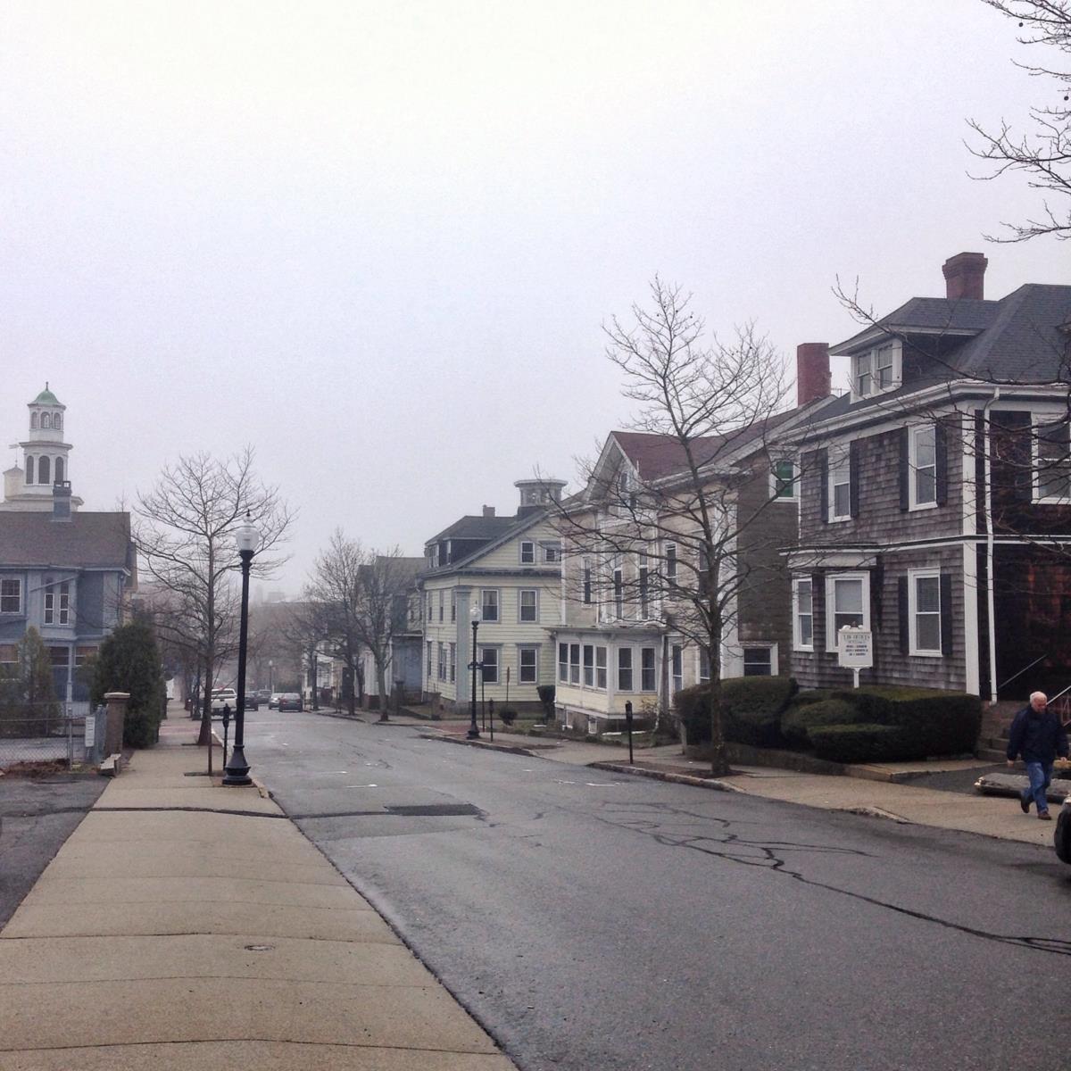 É ano de eleições, mas em New Bedford não se vêem cartazes de candidatos republicanos ou democratas