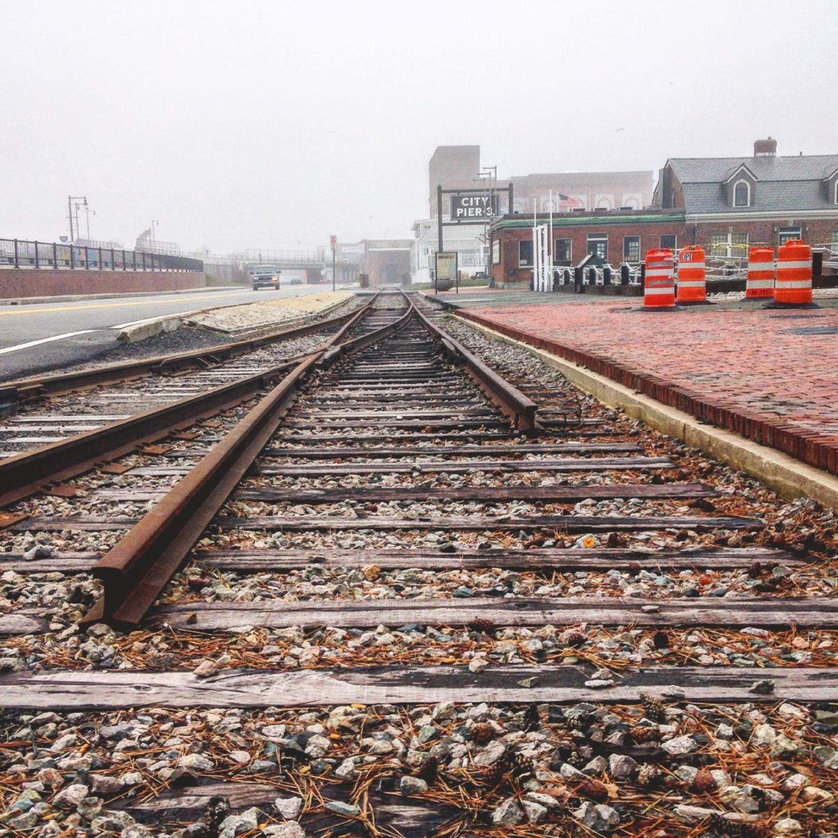 Na linha de caminho de ferro, o último comboio de passageiros a passar foi em 1959