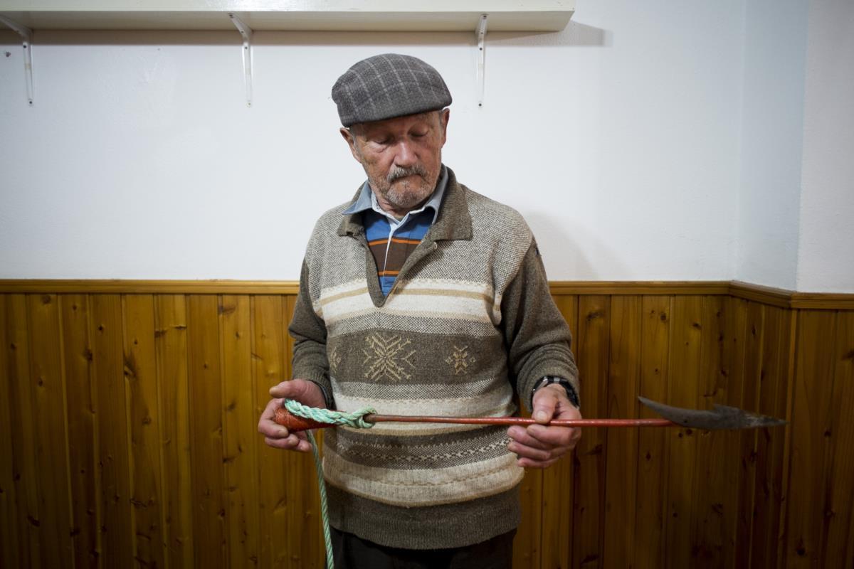 Santa Cruz, o sr. Joao, antigo baleeiro, proprietário do restaurante A Sereia