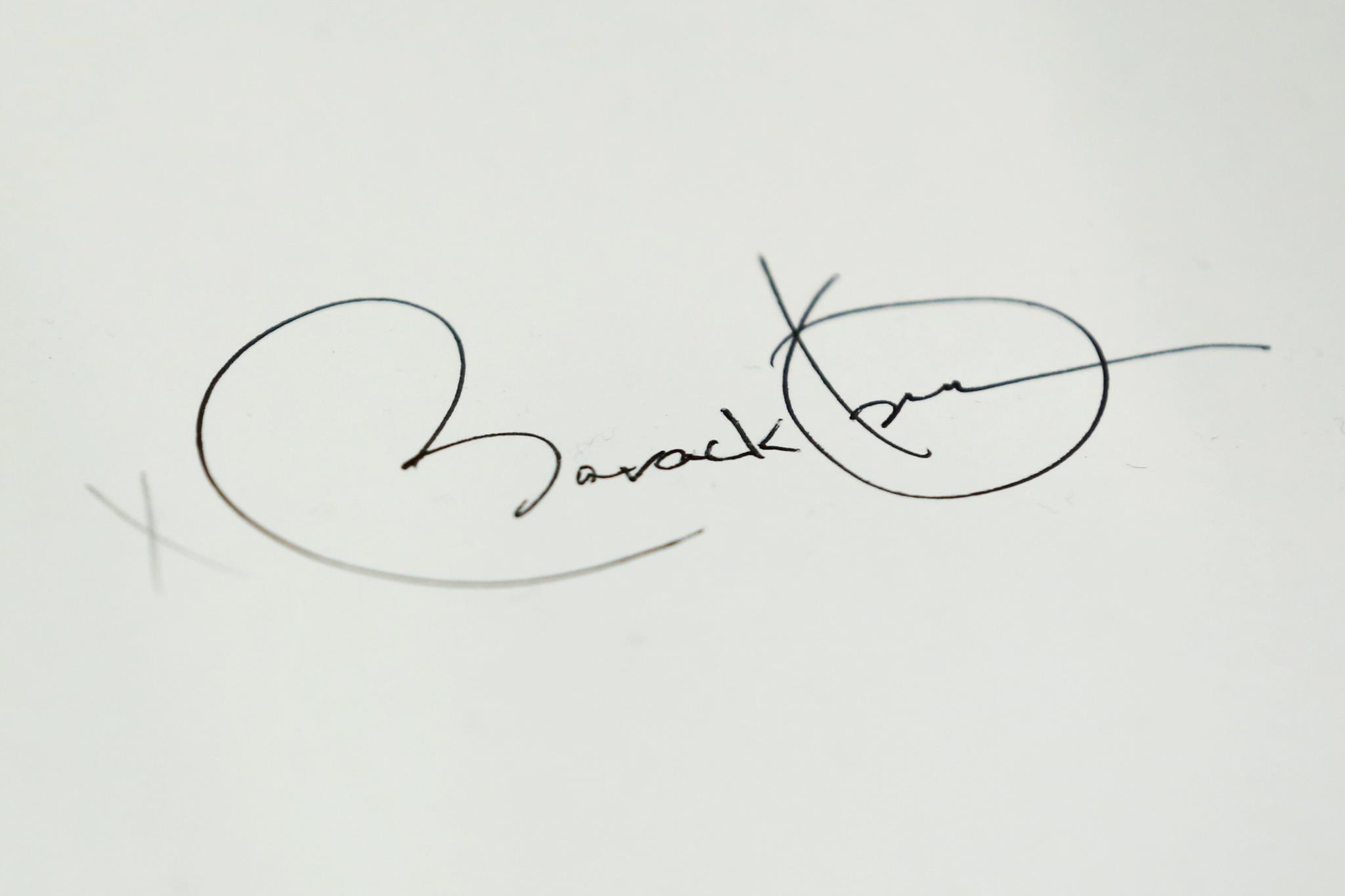 Assinatura de Barack Obama num ofício sobre educação