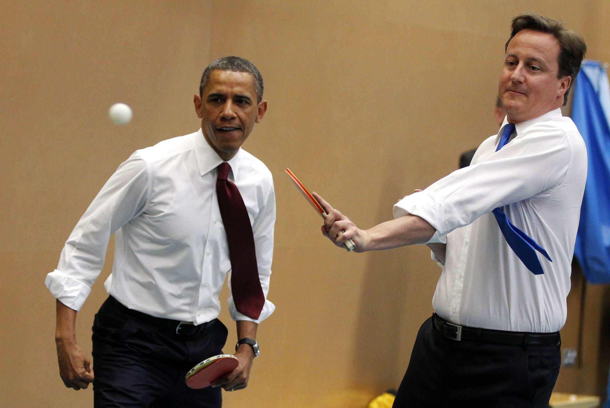 Barack Obama joga ténis ao lado do então primeiro-ministro britânico David Cameron, 2011