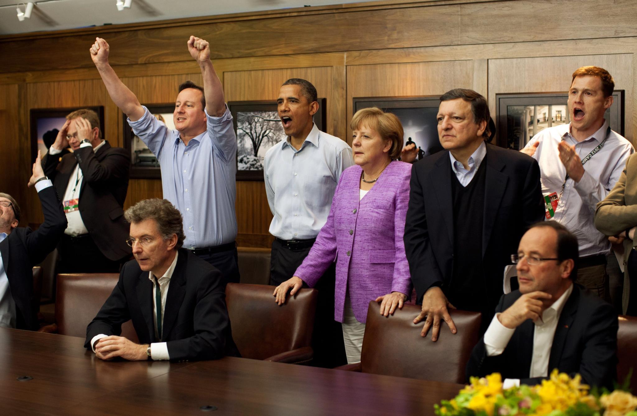 Obama, David Cameron, ex-primeiro-ministro do Reino Unido, Angela Merkel, chanceler alemã e Durão Barroso, ex-presidente da Comissão Europeia observam a final da liga dos campeões durante a cimeira do G8, em Maryland, 2012