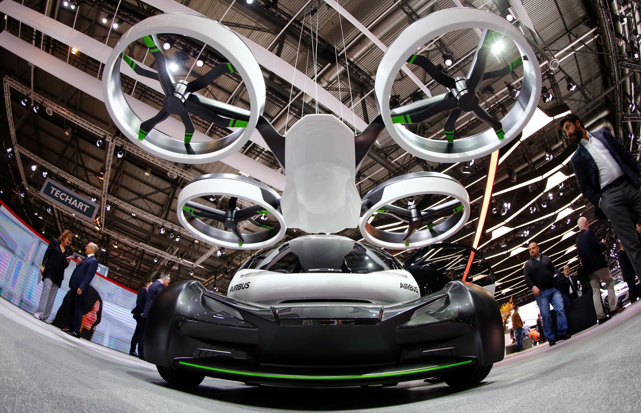 """O protótipo do """"carro voador"""" Pop.Up: uma aposta da Airbus e da Italdesign, tem quatro rodas, oito rotores permitindo uma utilização em terra e no ar"""