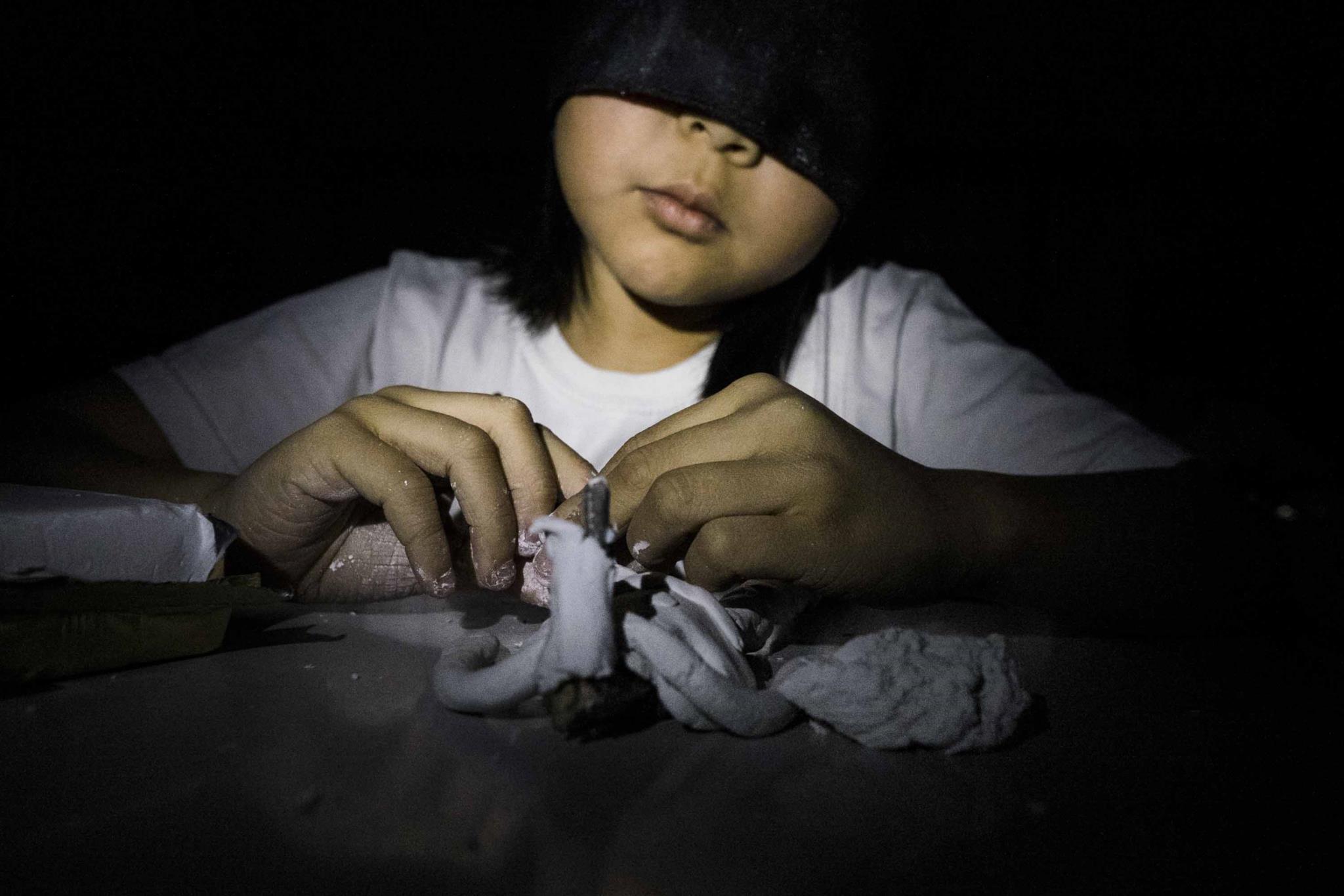 Crianças mergulharam na escuridão para sentir o que os cegos sentem