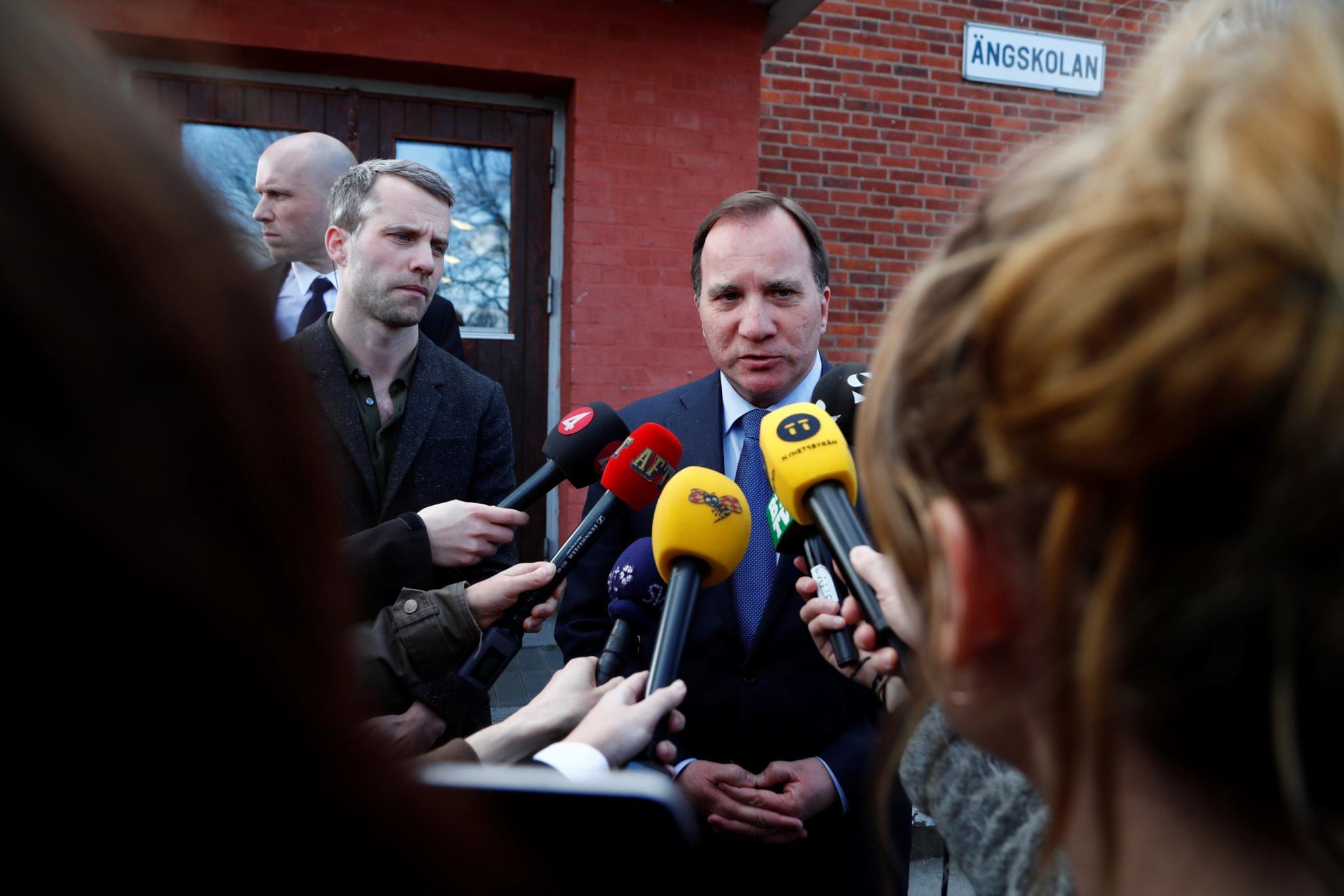 O primeiro-ministro sueco Stefan Lofven faz uma declaração após o ataque