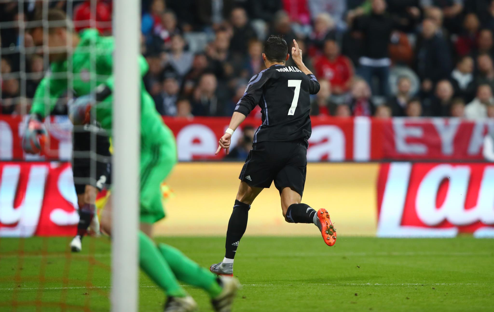 O português a festejar o primeiro golo em casa do Bayern