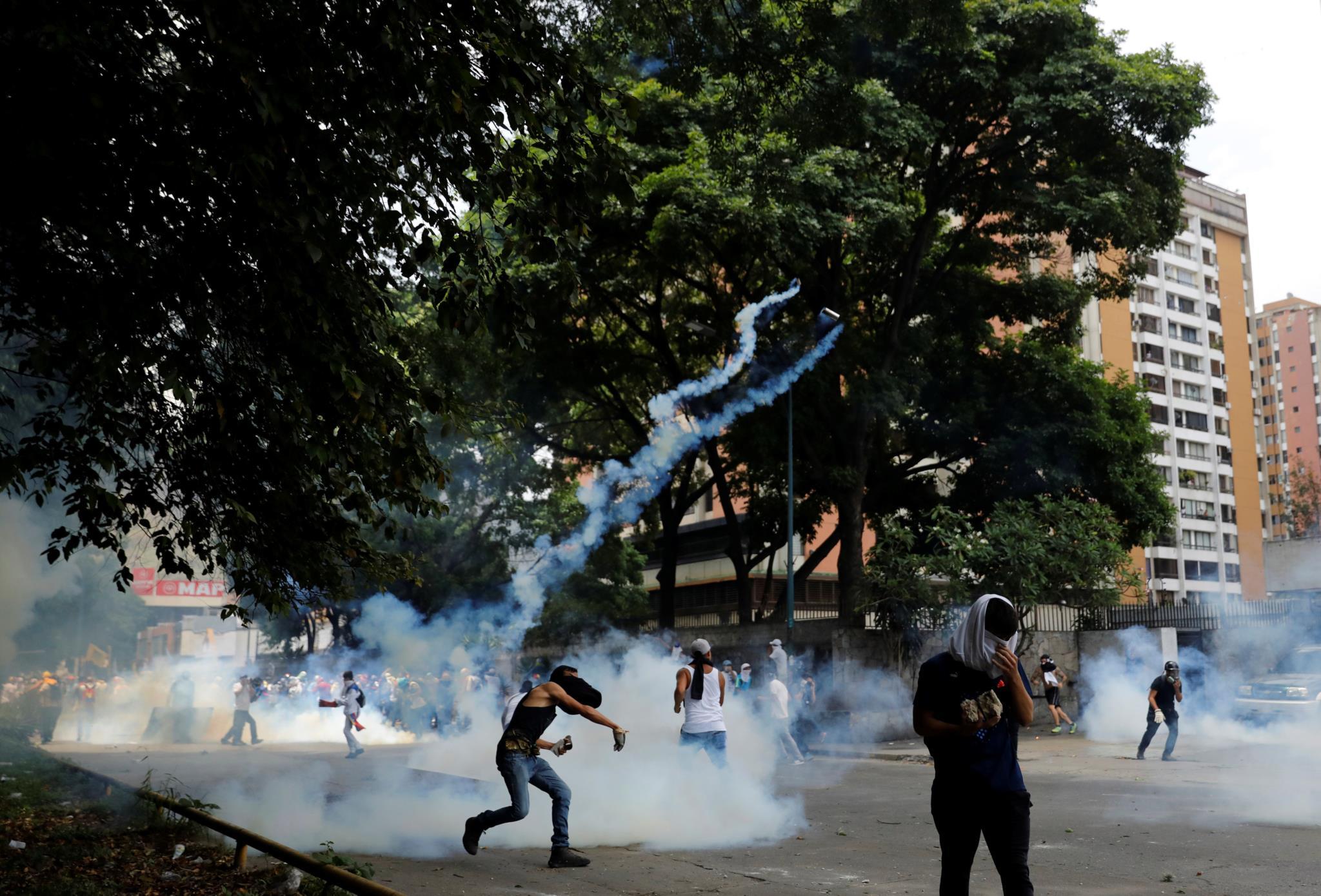 Rapidamente começaram os confrontos com a polícia