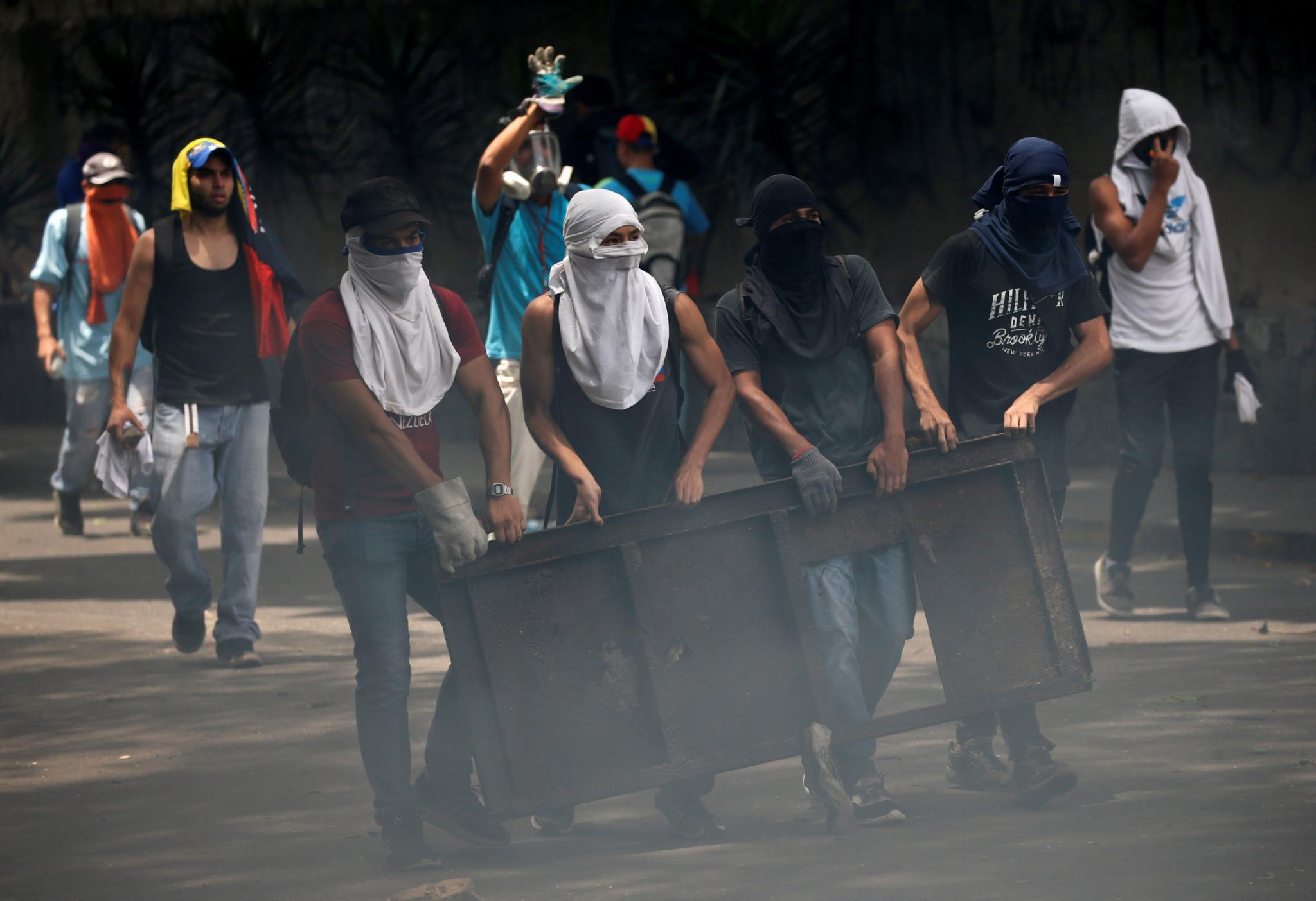 Foram construídas barricadas pelos manifestantes