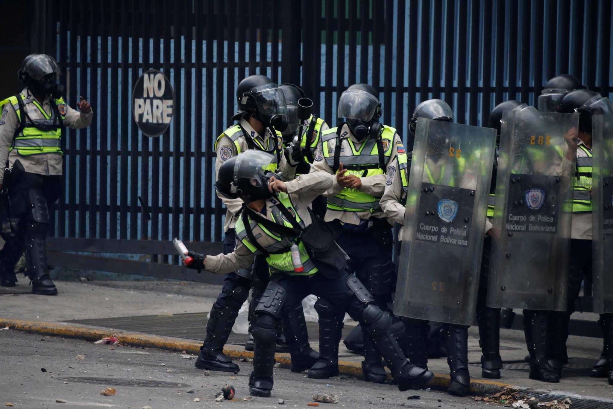 A polícia respondeu com gás lacrimogéneo