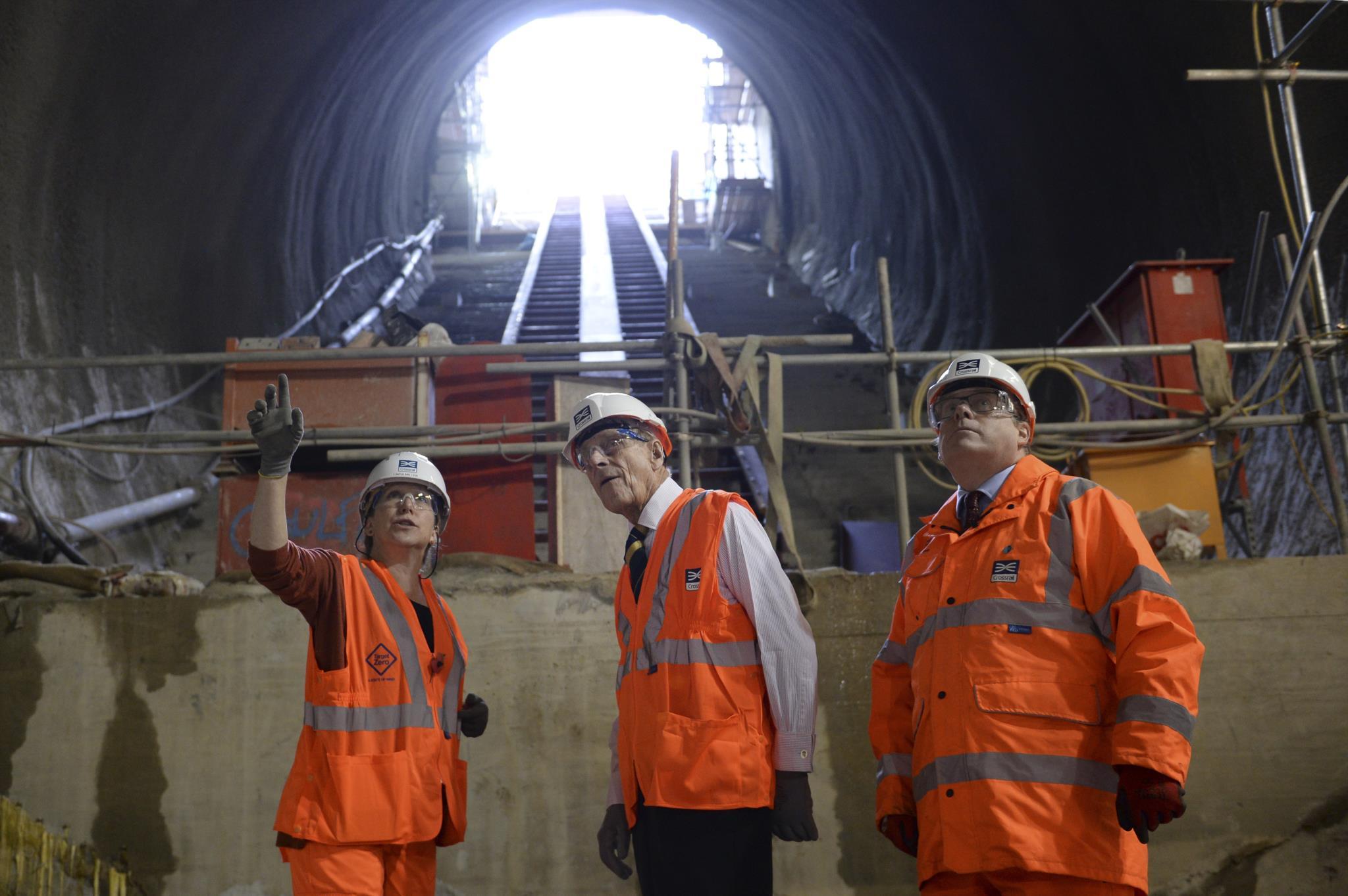 De visita a uma estação de caminhos-de-ferro em construção nos arredores de Londres, em 2015