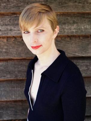 """Chelsea Manning publicou uma foto na sua conta do Instagram e escreveu """"Okay, so here I am everyone!!""""."""