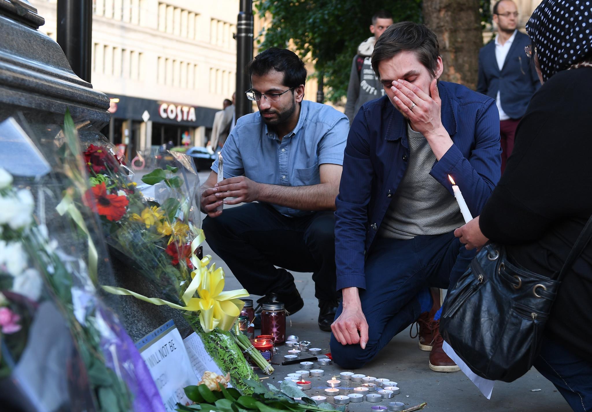 Memorial pelas vítimas do ataque em Manchester