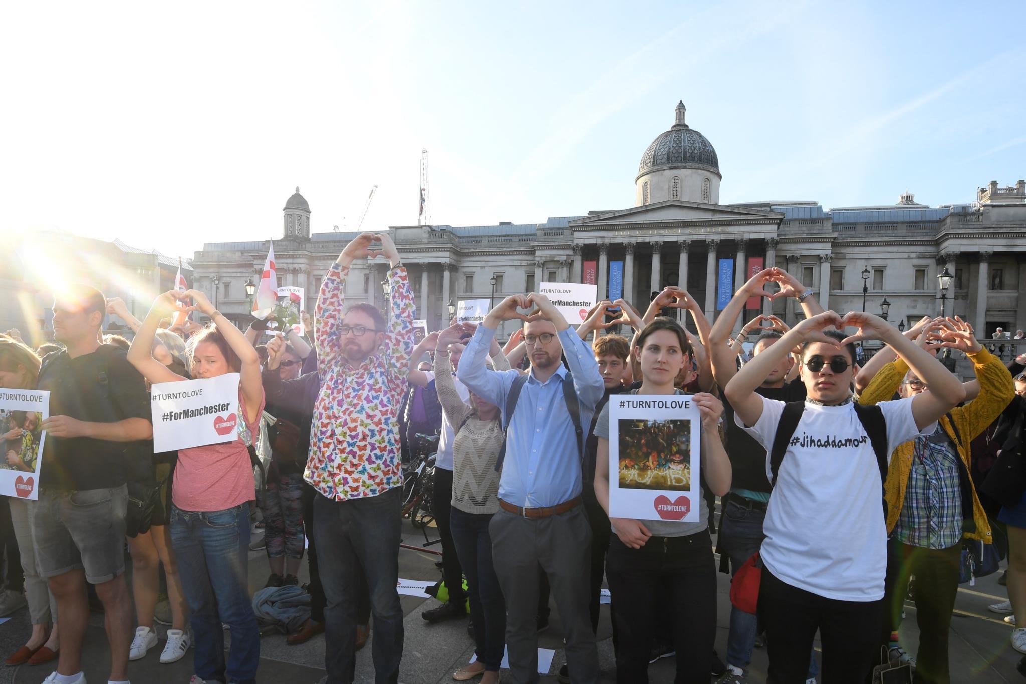 Vigília pelas vítimas do atentado, em Trafalgar Square, em Londres