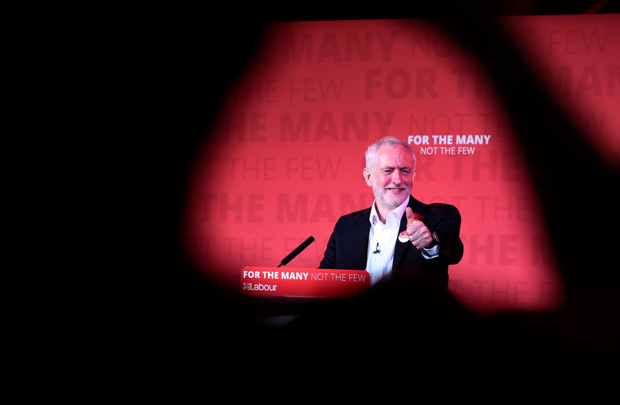 Jeremy Corbyn no seu comício de encerramento, em Londres