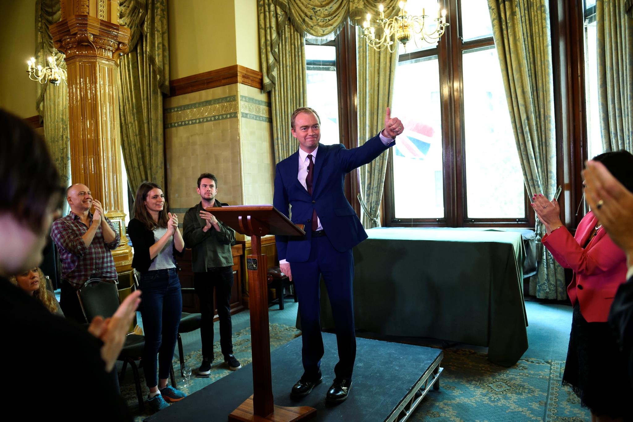 Tim Farron, líder dos liberais-democratas, numa conferência de imprensa esta sexta-feira na sede do seu partido, em Londres