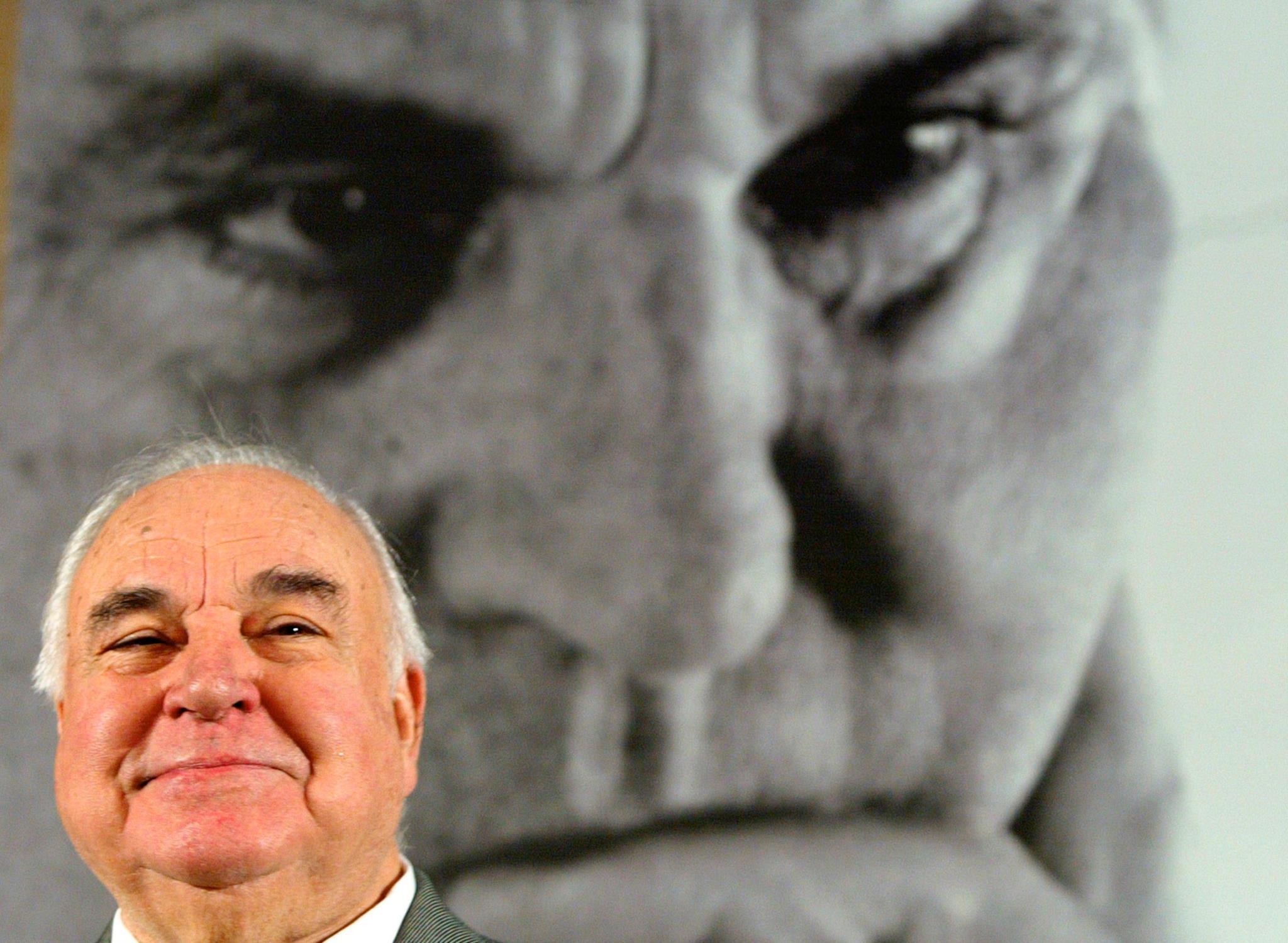 """Helmut Kohl durante uma conferência para promover o seu livro """"Erinnerungen 1982-1990"""" (Memórias 1982-1990), em Berlim, 2005"""