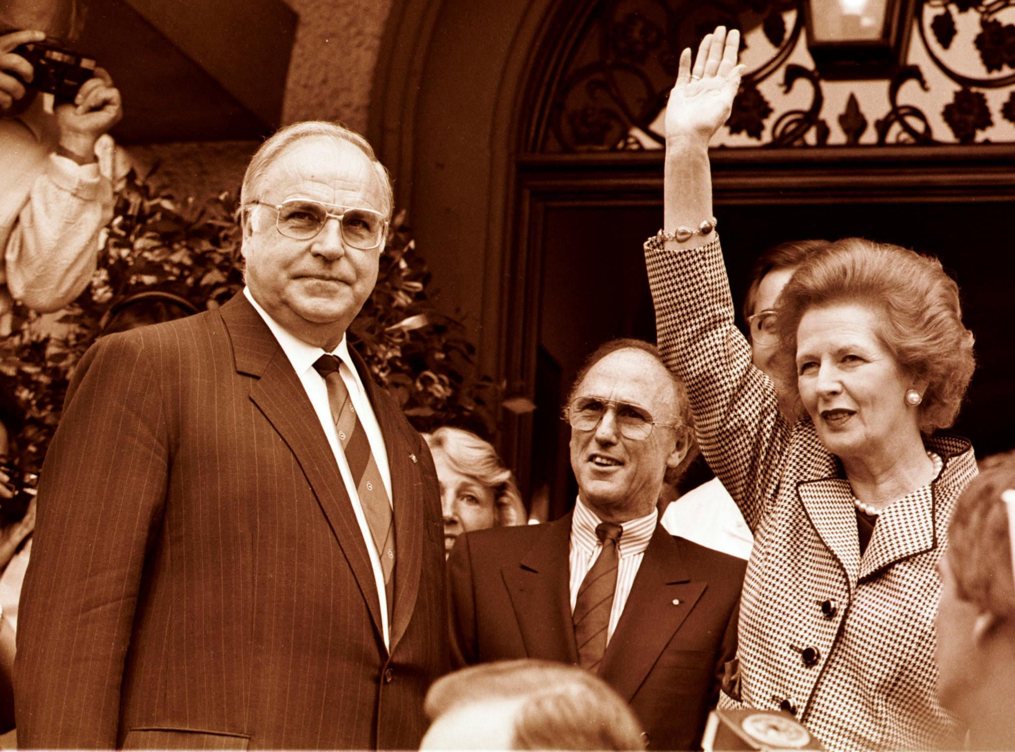 Helmut Kohl com a primeira-ministra britânica Margaret Thatcher durante a sua visita à Alemanha