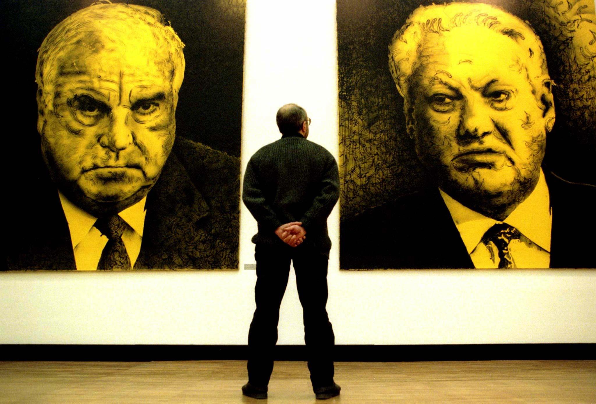 Retrato do chanceler alemão Helmut Kohl e do Presidente russo Boris Yeltsin na Casa central de artistas em Moscovo