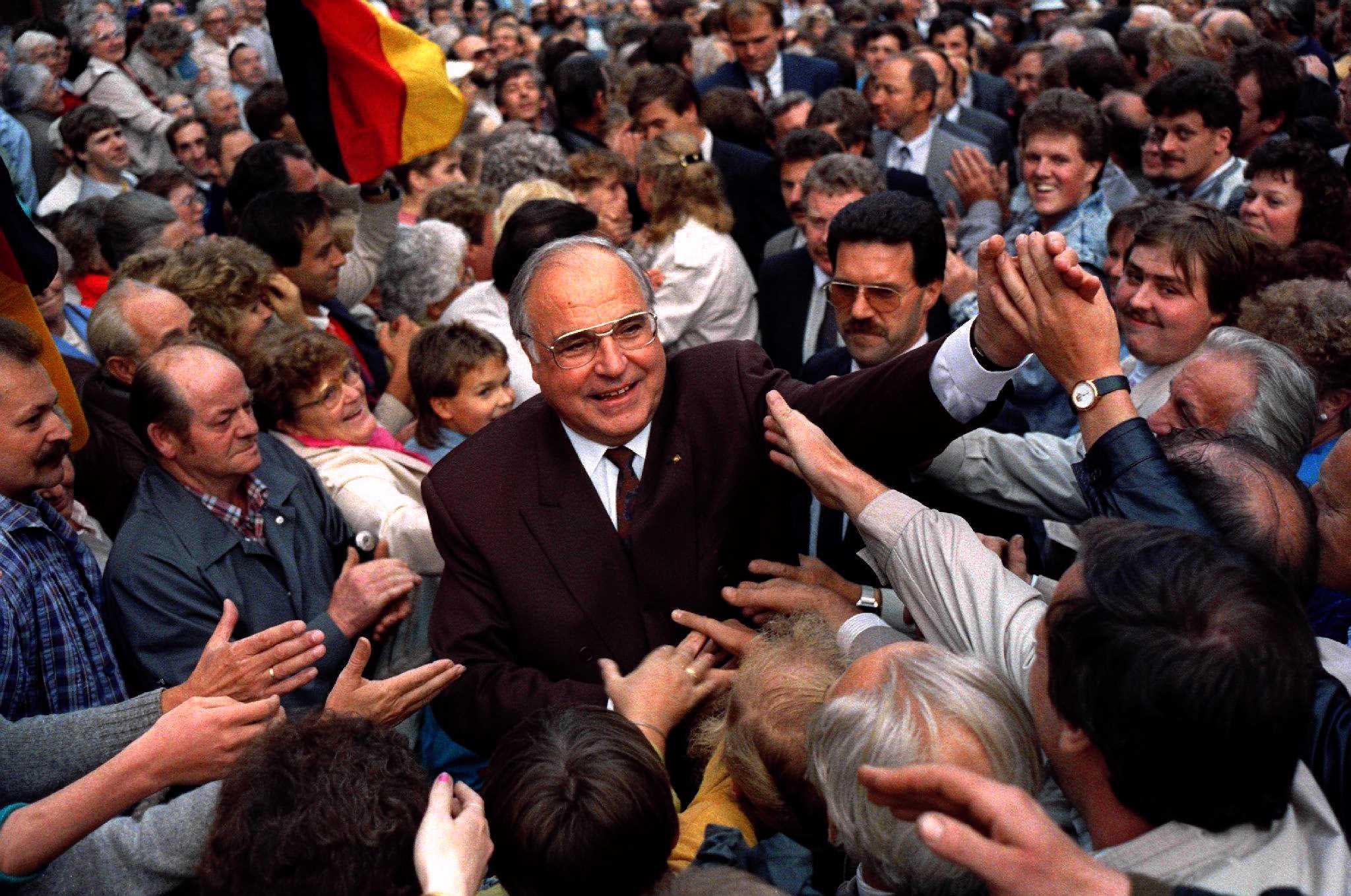 Helmut Kohl durante uma campanha em 1990