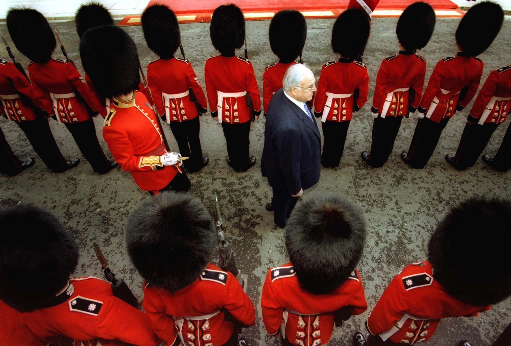 Helmut Kohl durante uma visita de um dia à Grã-Bretanha, 1996