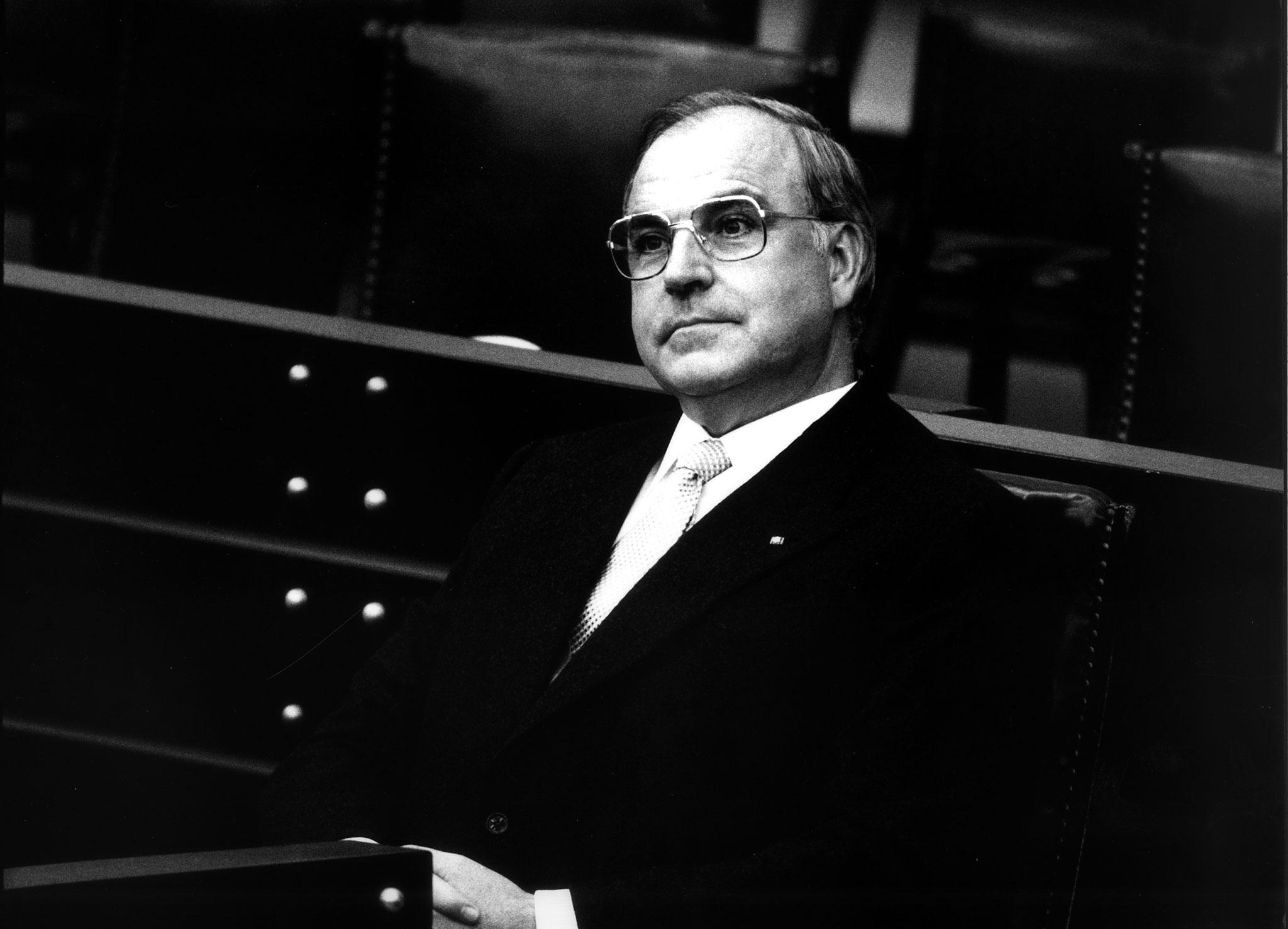 Helmut Kohl após ter sido eleito chanceler da Alemanha, em 1982