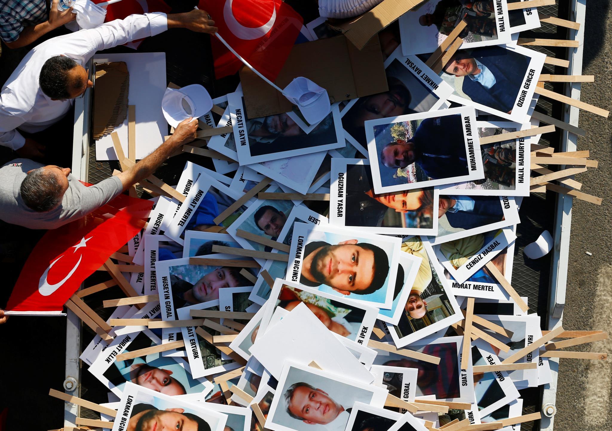 Retratos de vítimas mortais da tentativa de golpe de Estado
