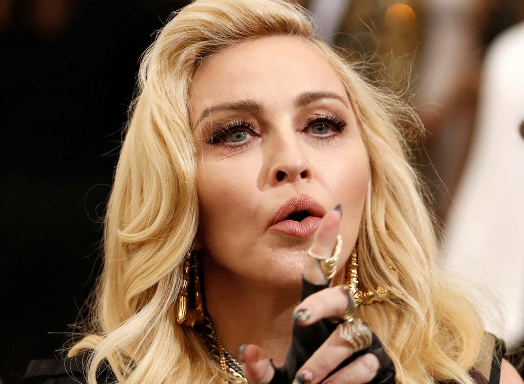 PÚBLICO - Madonna impede que carta de Tupac e objectos pessoais sejam vendidos em leilão
