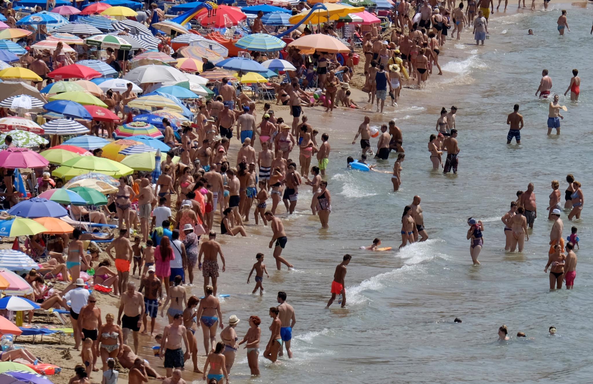 Os destinos de praia em Espanha, como Benidorm, são sempre muito procurados. Espanha poderá chegar aos 84 milhões em 2017