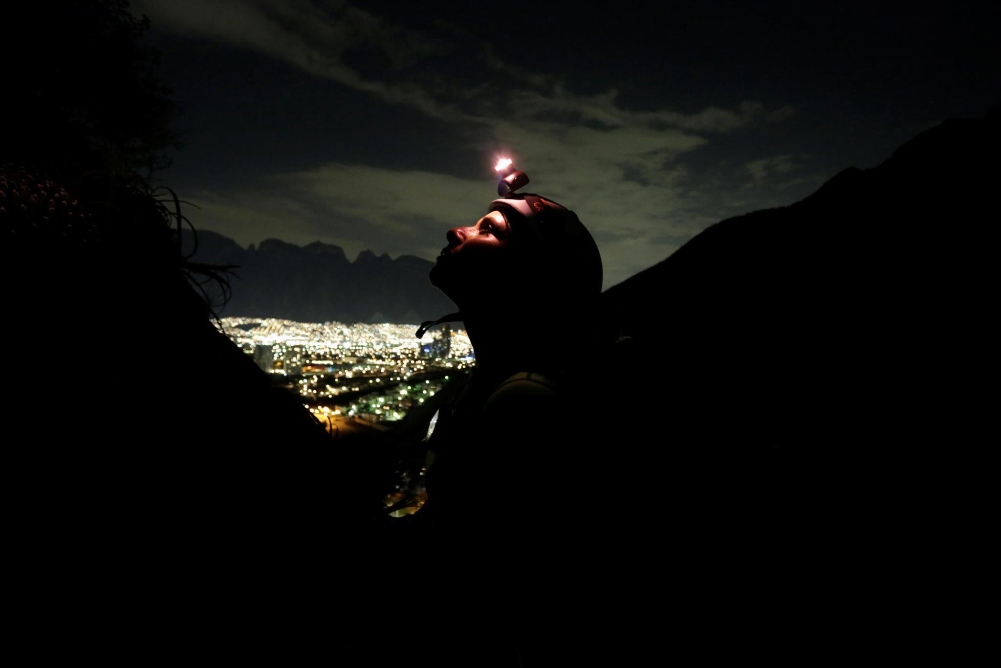 Turistas em escalada em La Huasteca, Monterrey, México