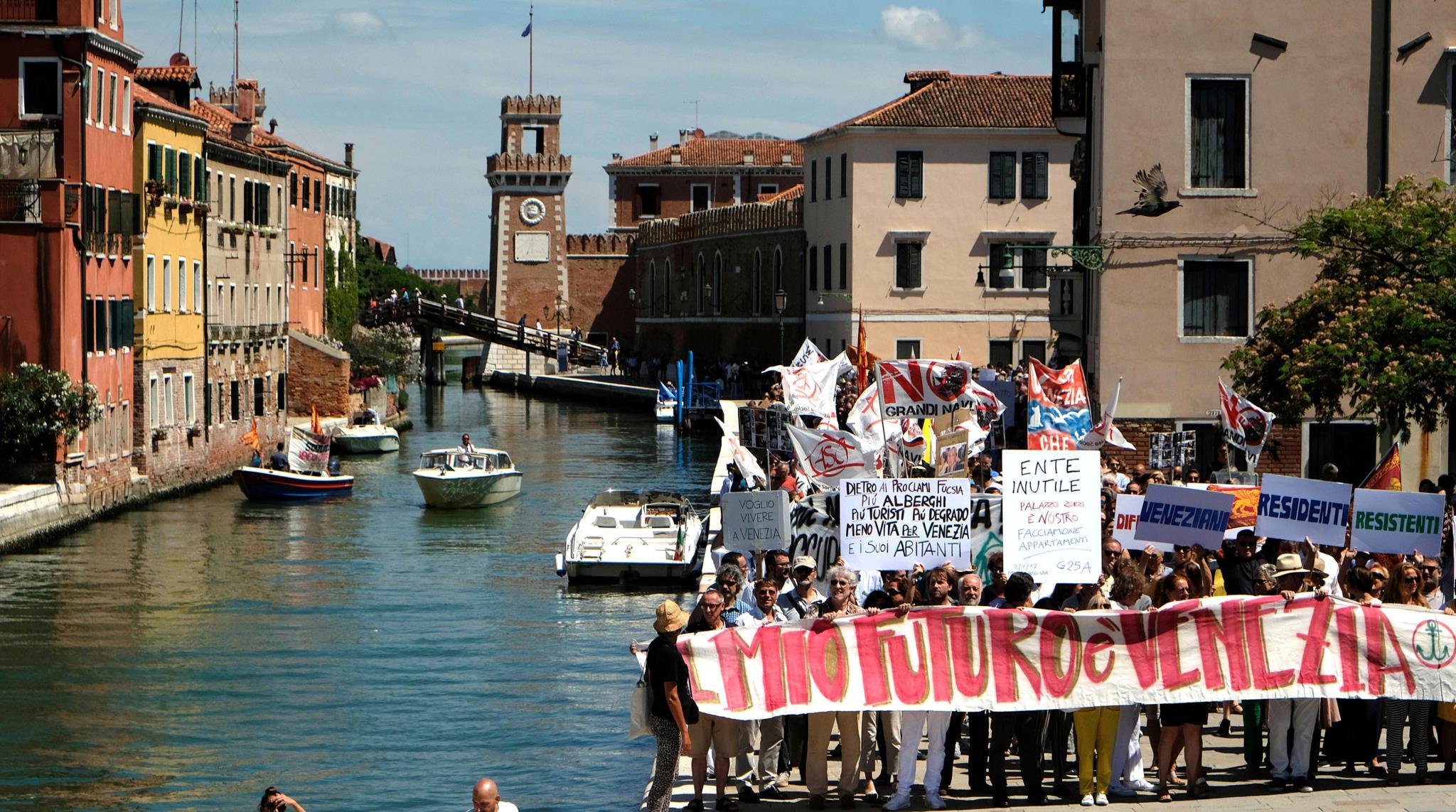 """No início de Julho deste ano, os residentes e Veneza também protestaram contra a """"invasão"""" turística"""