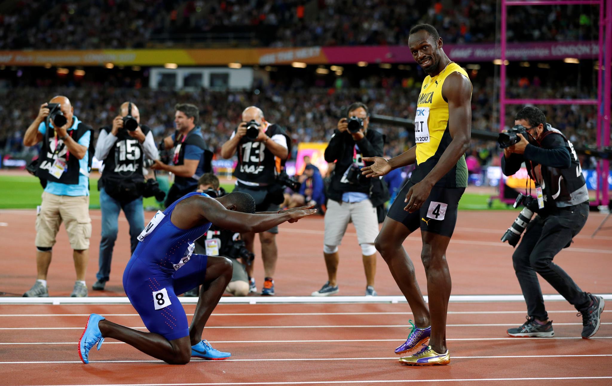 """Usain Bolt perdeu para Justin Gatlin na final dos 100m em Londres.  """"Perdi para um adversário muito forte e para um miúdo com muito talento. Nada vai mudar na minha carreira"""", afirmou o jamaicano."""
